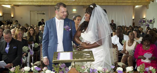 025 Berget Lewis trouwt